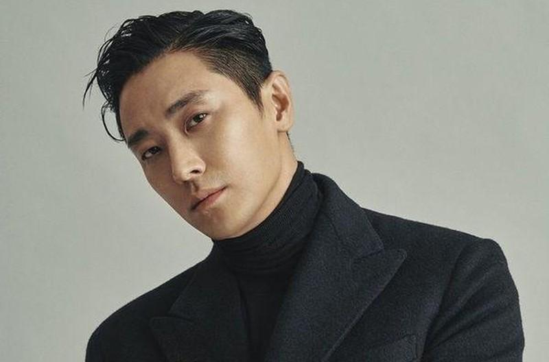 'Thái tử' Joo Ji Hoon lấy lại ánh hào quang sau scandal thế nào?