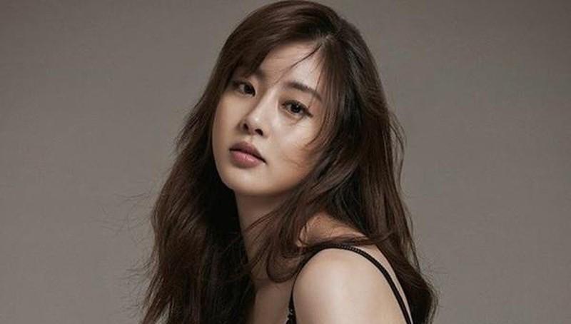 Hậu chia tay Hyun Bin, Kang Sora thông báo kết hôn