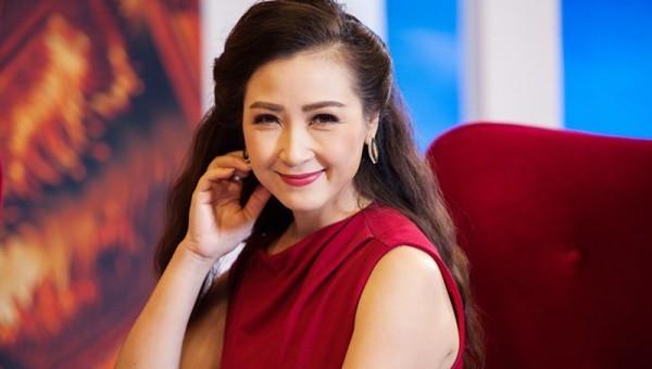 Diễn viên Khánh Huyền nói về 'chuyện dao kéo' thời hiện đại