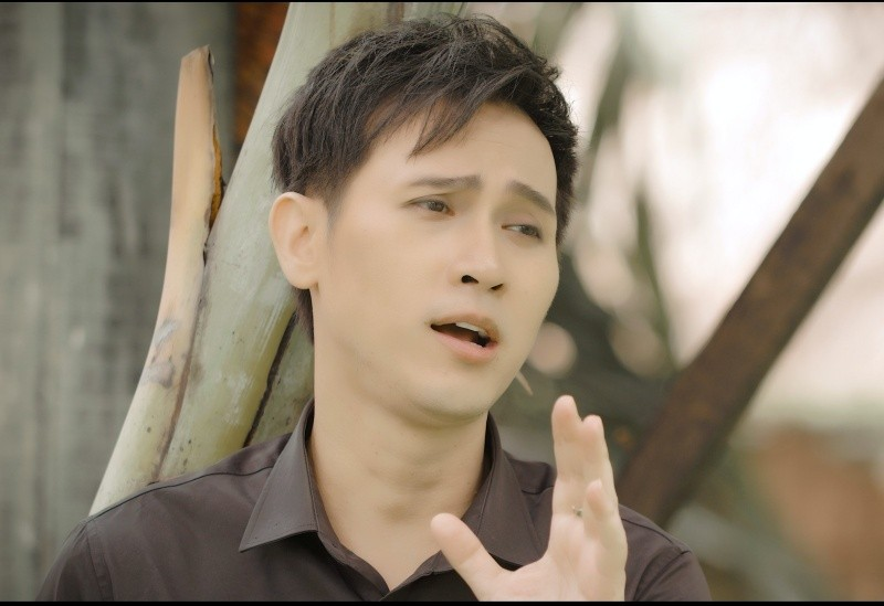 Ca sĩ Nguyên Vũ thể hiện ca khúc về miền Trung do chính mình sáng tác.