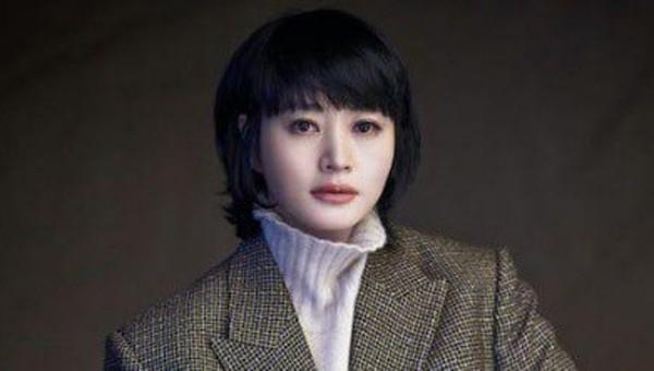 """""""Ảnh hậu"""" KIm Hye Soo cô đơn lẻ bóng ở tuổi 50."""