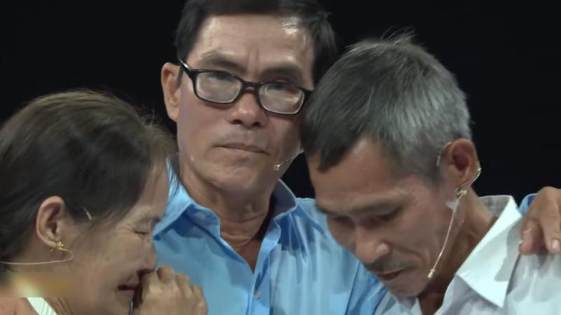 Cuộc đoàn tụ đẫm nước mắt của 3 chị em cô nhi lạc nhau 48 năm