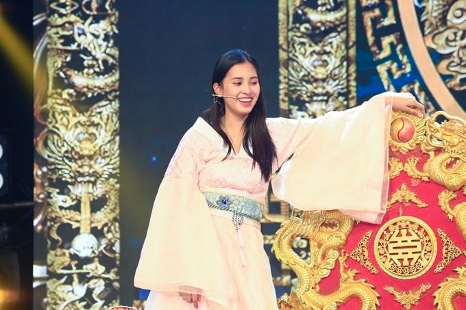 Hoa hậu Việt Nam Tiểu Vy xin rút khỏi chương trình Táo Xuân.