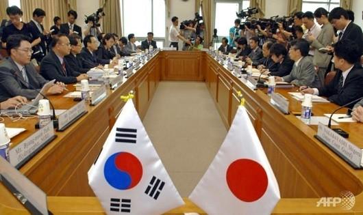 Nhật Bản và Hàn Quốc ký thỏa thuận chia sẻ thông tin tình báo quốc phòng
