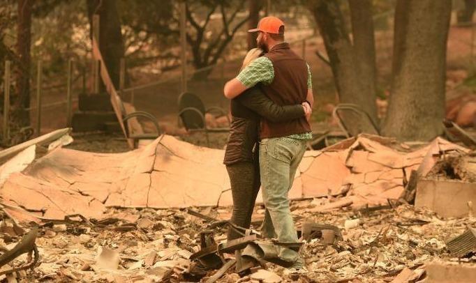 Hình ảnh tang thương sau vụ cháy rừng ở Califonia