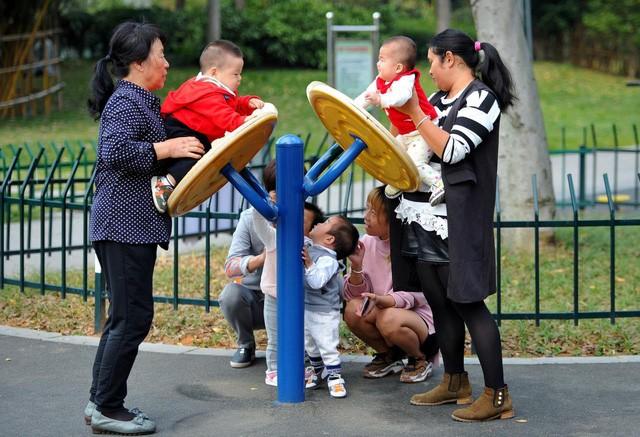 """Trung Quốc đối mặt với suy giảm dân số """"không thể dừng lại"""" trong thập kỷ tới"""