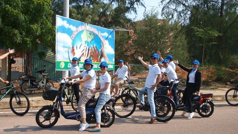 CBCNV FLC Quy Nhơn dùng xe đạp kêu gọi cộng đồng cùng bảo vệ môi trường