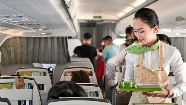 """""""Chiến lược vàng"""" giữ khách của các hãng hàng không khi giá vé Tết tăng cao"""