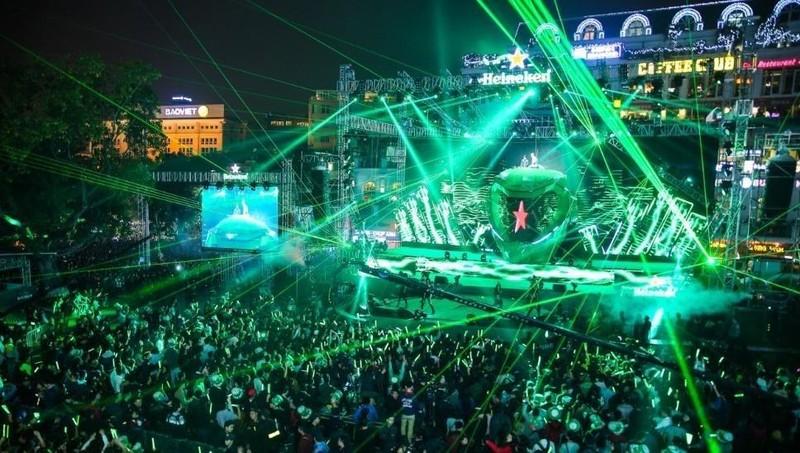 Bầu không khí sôi động trong lễ Countdown tại Quảng trường Đông Kinh Nghĩa Thục
