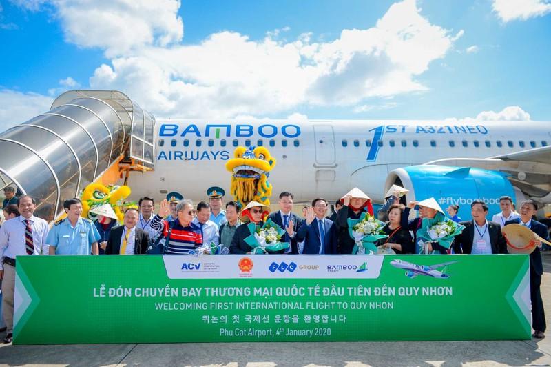 Cảng hàng không Phù Cát đã đón các chuyến bay quốc tế đầu tiên do Bamboo Airways đã khai thác, đưa hành khách từ Cheongju (Hàn Quốc) đến nghỉ dưỡng tại quần thể FLC Quy Nhơn, tỉnh bình Định