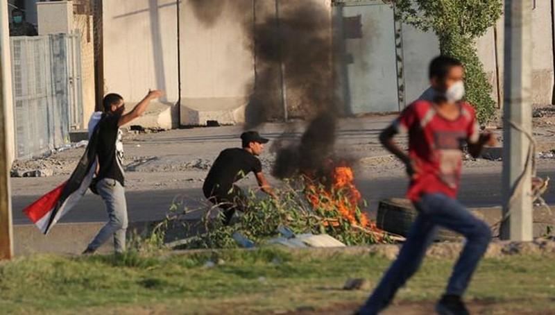 Cảnh sát Iraq xả súng vào nhóm biểu tình phản đối lệnh giới nghiêm