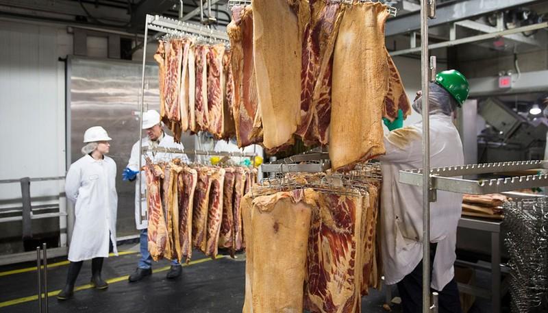 Công ty chế biến thịt lợn lớn nhất thế giới đóng cửa vô thời hạn do Covid-19