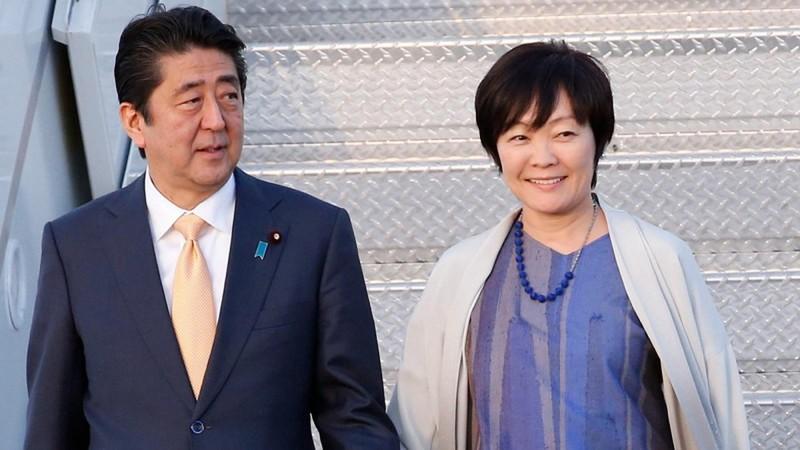 Vợ Thủ tướng Nhật bị lên án vì đến thăm đền thờ giữa đại dịch Covid-19