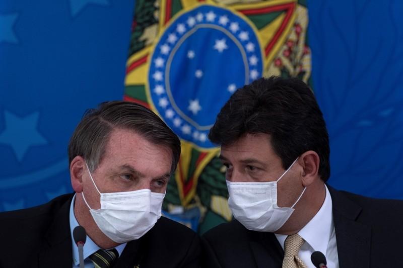 Bộ trưởng Y tế Brazil bị Tổng thống sa thải vì bất đồng cách chống dịch