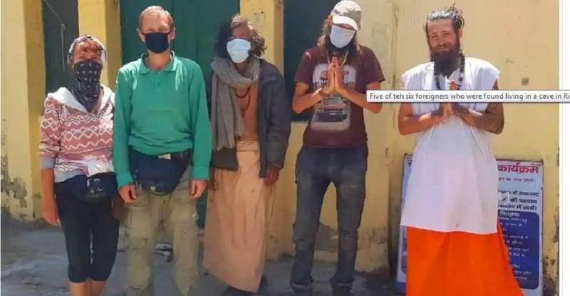 6 khách du lịch ở Ấn Độ trốn trong hang vì sợ Covid-19