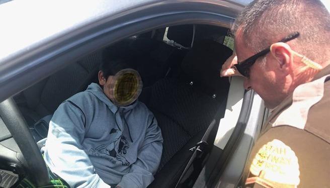 Cậu bé 5 tuổi lái xe ô tô đi mua Lamborghini bị cảnh sát phát hiện.