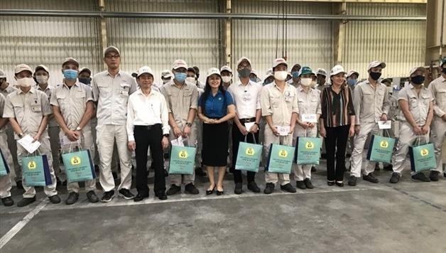 Hưng Yên hỗ trợ trên 6.000 suất quà cho công nhân lao động