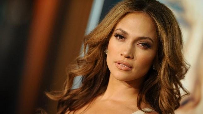 """Jennifer Lopez mồi chài tôi gửi ảnh khỏa thân"""