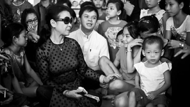 Khánh Ly thăm các em ở Mái ấm Mai Tâm - Ảnh: Cao Trung Hiếu