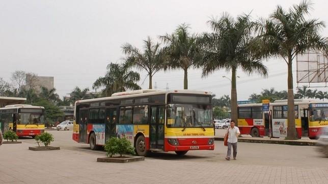 Người dân một số huyện phía Tây Hà Nội vẫn đang phải đi xe buýt theo giá thị trường. (Ảnh minh họa)