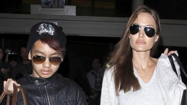 Angelina Jolie thân với Maddox hơn con ruột