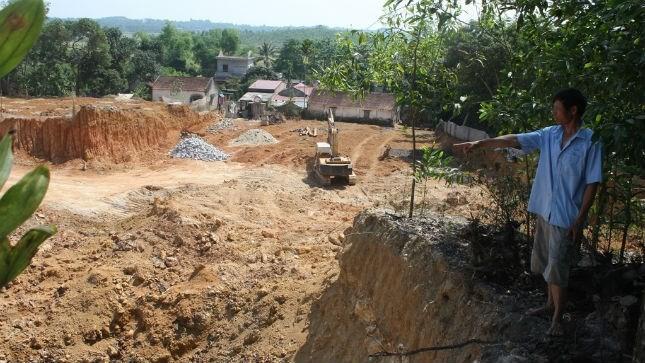 Quả đồi đất đỏ rộng lớn bị Cty Xuân Thành đào bới nham nhở