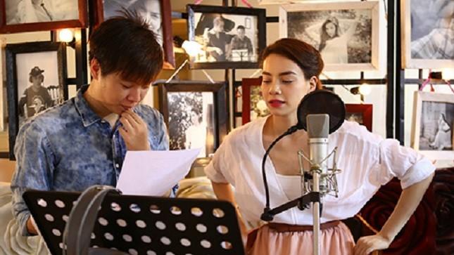 Ca sĩ Hồ Ngọc Hà hợp tác với Phạm Toàn Thắng thu âm ca khúc Muốn yêu cho album mới của mình. Ảnh: Khoa Nguyễn.