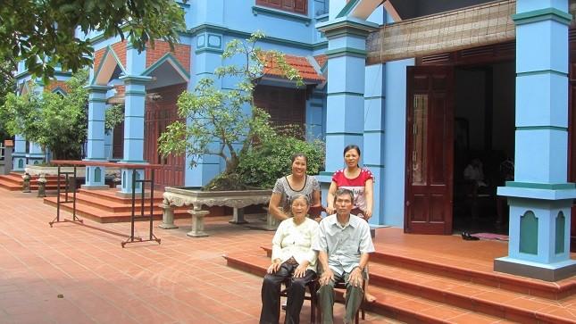 """Chuyện khó tin về đại gia đình sống trong ngôi nhà """"không biên giới"""""""