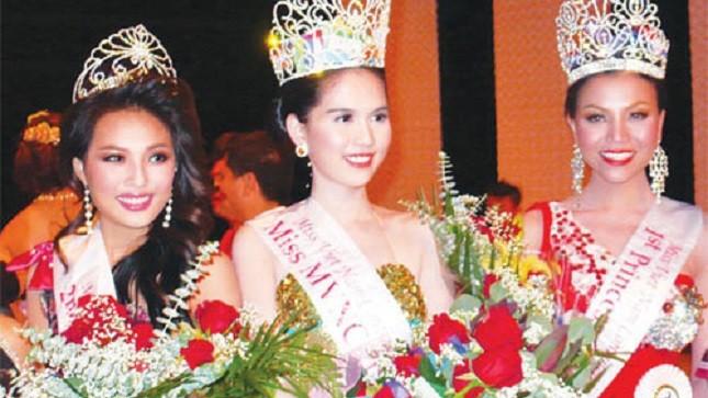 """Ngọc Trinh trở thành sự kiện đình đám trên nhiều trang báo mạng sau khi giành được vương miện hoa hậu tại một cuộc thi hoa hậu """"ao làng"""" ở Mỹ Ảnh: INTERNET"""