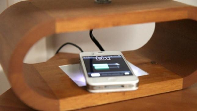 IPhone chập điện giết chết thiếu nữ đang ngủ