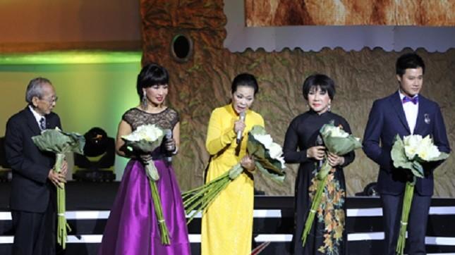Cơ sở nào thu 5% show diễn của Khánh Ly?