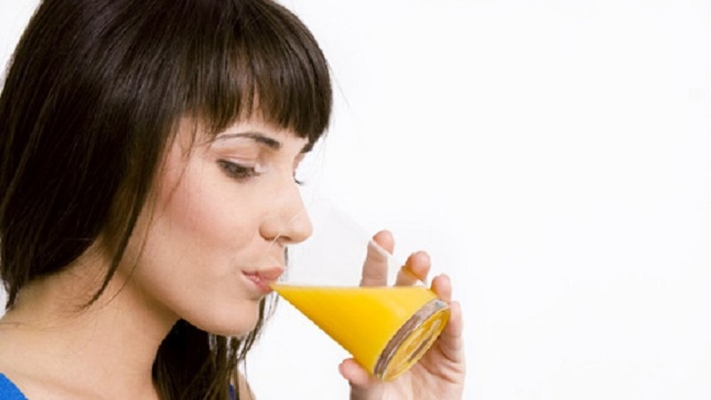 Uống nước cam, trà hàng ngày giảm ung thư buồng trứng