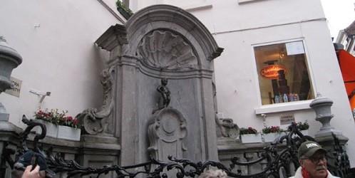 Giai thoại thú vị về bức tượng cậu bé đứng tè ở Bỉ