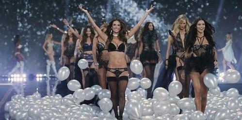 Ngắm 10 thiên thần mới của Victoria's Secret