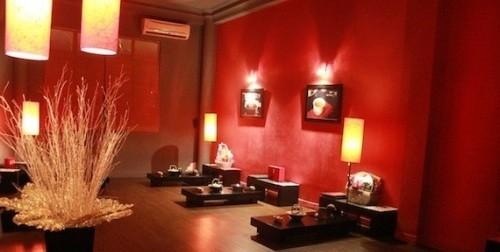 Với góc ngồi riêng tư bạn có thể thoải mái thưởng trà và đàm đạo ở Tr Việt. Ảnh: Traviet