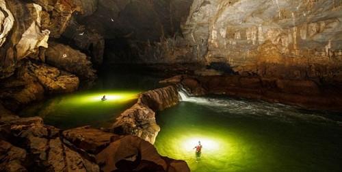 Những hình ảnh bên trong hang Sơn Đoòng. Ảnh Ryan Deboodt