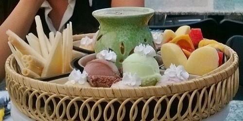 Một trong các món nổi bật ở Vạn Thủy là lẩu trà sữa, hấp dẫn khách bởi vị kem sữa tươi. Ảnh: Vạn Thủy.