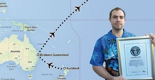 Sven Hagemeier và chứng nhận đạt Kỷ lục Guinness Thế giới cho người có ngày sinh nhật dài nhất. Ảnh: Telegraph