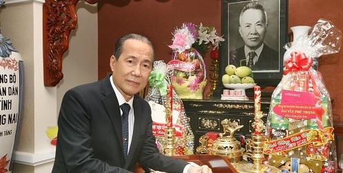 Tác giả bài viết bên Bàn thờ cha mình là Cố Chủ tịch - Luật sư Nguyễn Hữu Thọ.