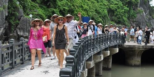 Tăng giá vé với khách du lịch để... phát triển bền vững?