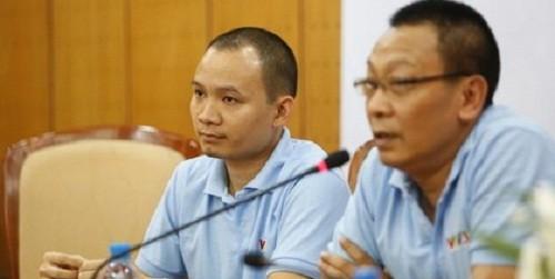 Đạo diễn Lại Bắc Hải Đăng (bìa trái) và Giám đốc kênh VTV3 - nhà báo Lại Văn Sâm.