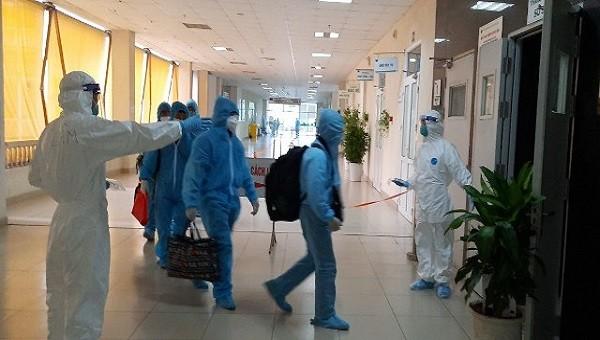 Bệnh nhân châu Phi trở về tái dương tính, TPHCM phong tỏa 1 khu dân cư