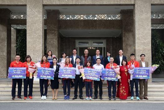 UBND tỉnh Quảng Ninh trao tặng Bằng khen cho HLV, VĐV tham gia SEA Games 30