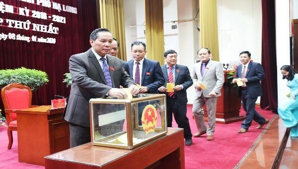 Bỏ phiếu bầu chức danh Chủ tịch HĐND TP Hạ Long nhiệm kỳ 2016-2021.