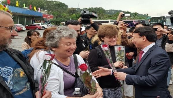 300 chuyến tàu phục vụ du khách thăm quan Vịnh Hạ Long ngày mùng 1