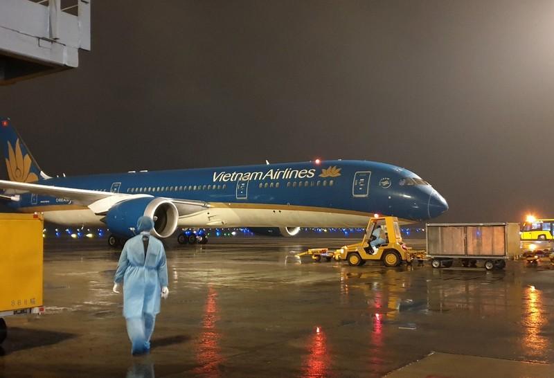Ba chuyến máy bay chở công dân Việt Nam và khách nước ngoài hạ cánh tại sân bay Vân Đồn