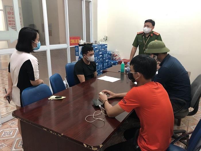 Ba người bị xử phạt vì trốn trạm kiểm soát Covid-19 ở Quảng Ninh