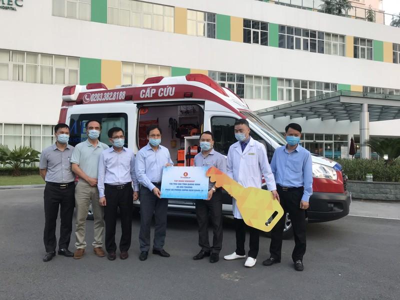 Tập đoàn Vingroup tặng xe cứu thương hiện đại nhất Việt Nam cho Quảng Ninh