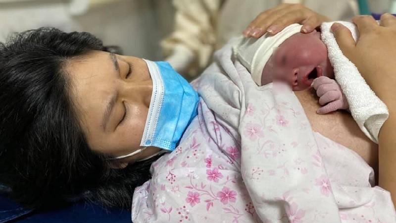 Những em bé đặc biệt chào đời trong khu cách ly Covid-19