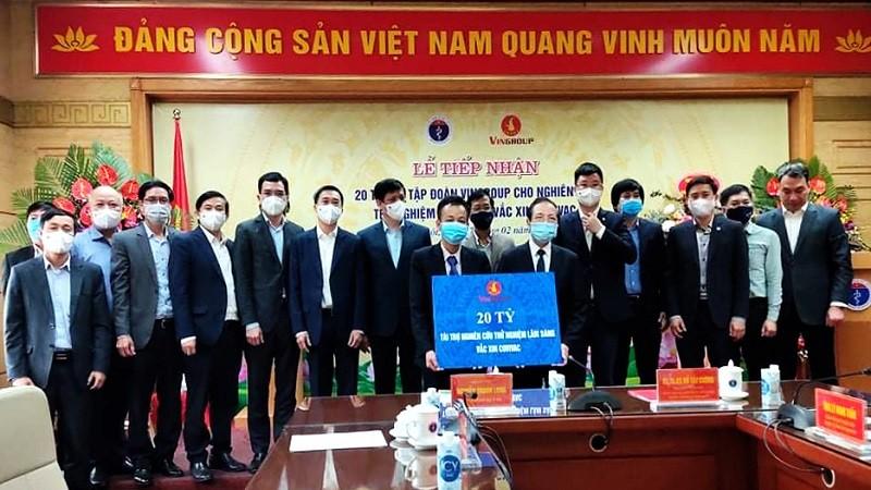 """Viện Vắc xin và Sinh phẩm Y tế (IVAC) trực thuộc Bộ Y tế đã tiếp nhận 20 tỷ đồng do Tập đoàn Vingroup tài trợ để nghiên cứu thử nghiệm lâm sàng vắc xin phòng ngừa Covid-19 """"Made in Vietnam"""" COVIVAC."""